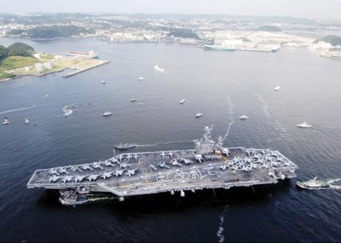 Đoàn VN thăm tàu sân bay USS George Washington