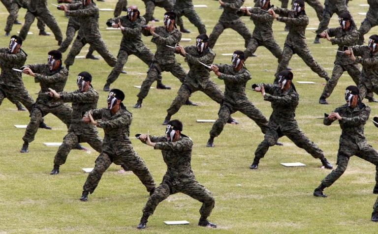 Chùm ảnh: Quân đội Hàn Quốc rầm rộ chào mừng Ngày Lực lượng vũ trang