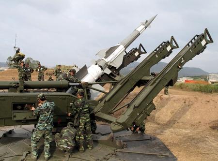 Xem bộ đội tên lửa Việt Nam luyện tập