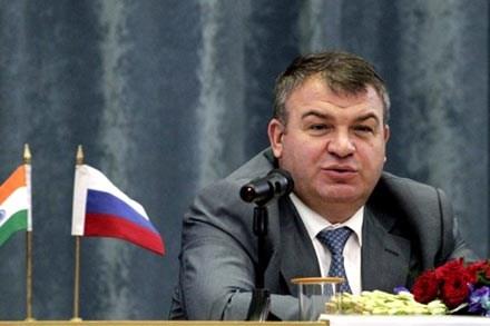 """Bộ trưởng Quốc phòng Nga """"gặp hạn"""""""