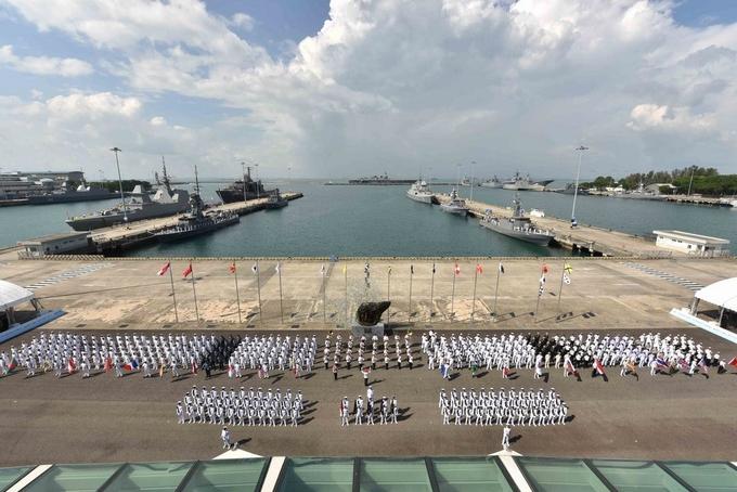Dàn chiến hạm tham dự triển lãm hải quân Singapore