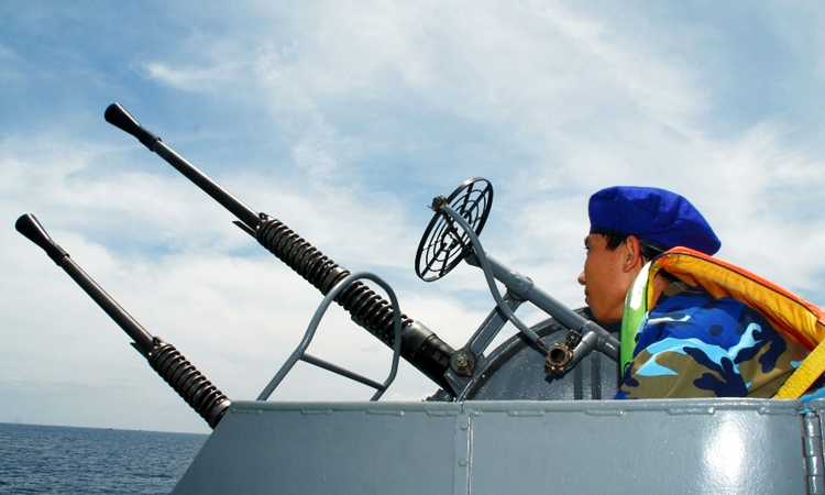Cảnh sát biển bảo vệ chủ quyền và ngư dân