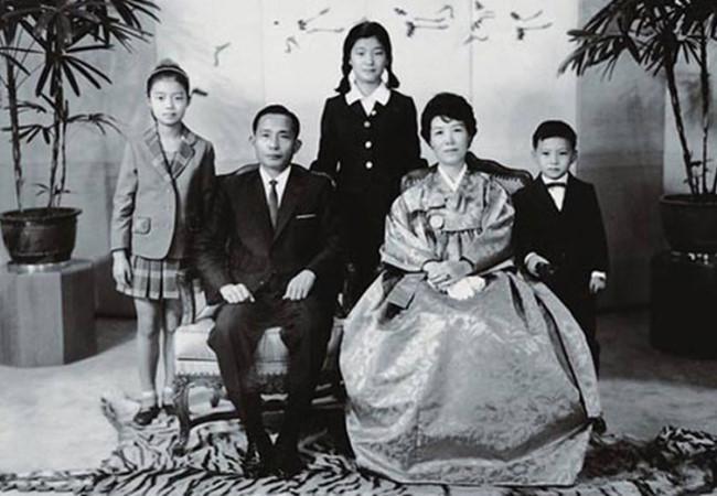 ba park geun-hye chao doi ngay 2/2/1952 tai samdeok-dong, daegu vao thoi diem cuoc chien tranh lien trieu van dang ac liet.