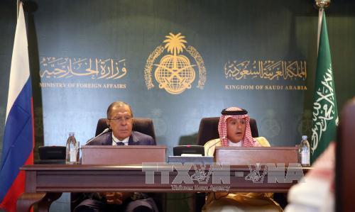 ngoai truong saudi arabia adel bin ahmed al-jubeir (phai) va nguoi dong cap nga sergei lavrov (trai) tai cuoc gap o jeddah ngay 10/9. anh: afp/ttxvn