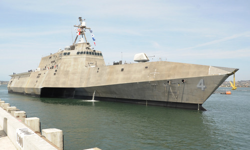 Tàu chiến Mỹ bảo dưỡng tại cảng quốc tế Cam Ranh