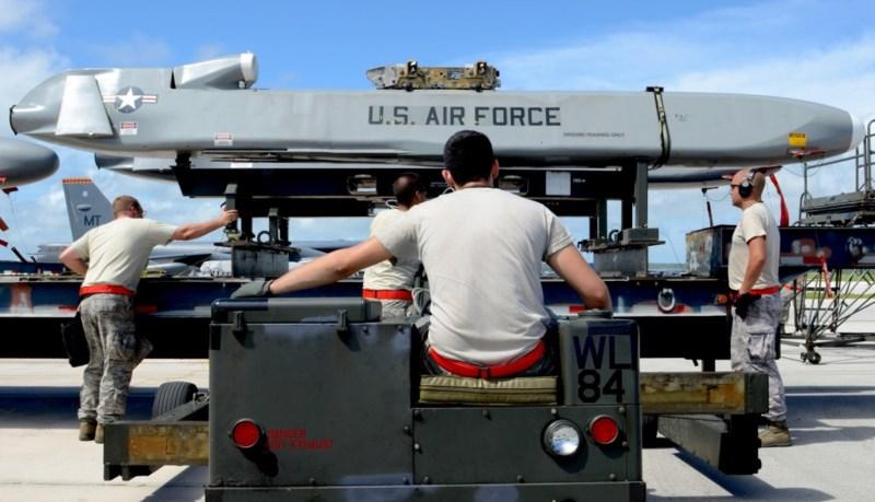 Tên lửa hành trình không đối đất AGM-85B. Ảnh: REUTERS
