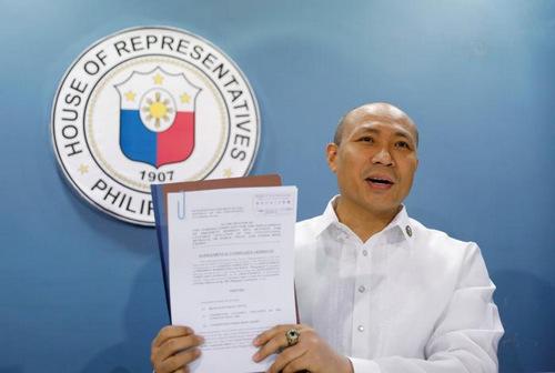 Nghị sĩ đối lập đòi luận tội Tổng thống Philippines vì chịu thua Trung Quốc