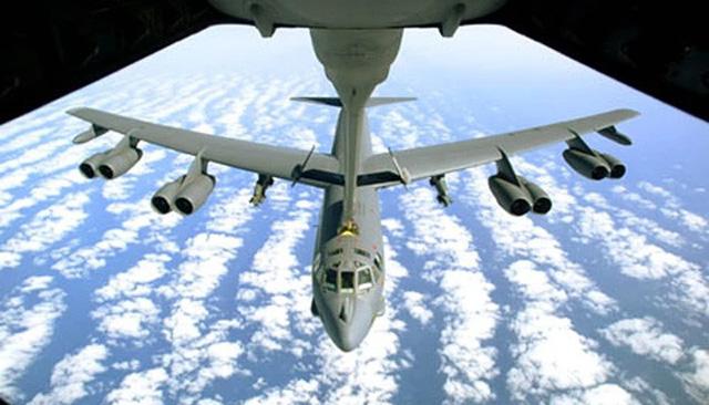 Mỹ điều 2 'pháo đài bay' B-52 bay gần Trường Sa