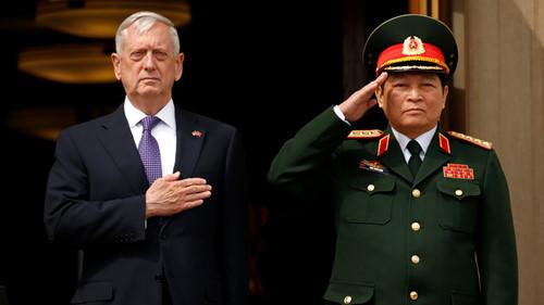 Bộ trưởng quốc phòng Việt-Mỹ hội kiến, cam kết củng cố quan hệ