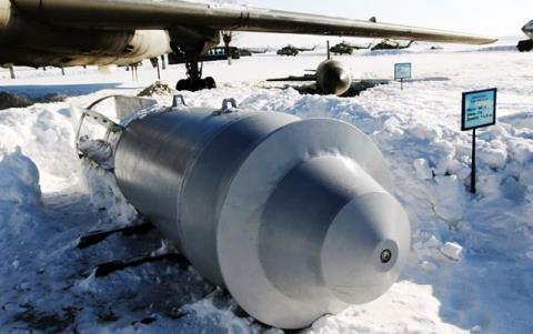 Bom Nga-Mỹ: So sánh sức mạnh và trí thông minh
