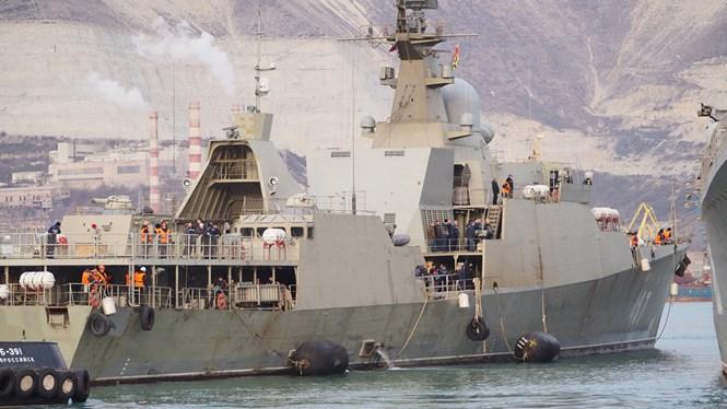 Xem chiến hạm Gepard Việt Nam lai dắt sang nơi đậu mới ở Biển Đen