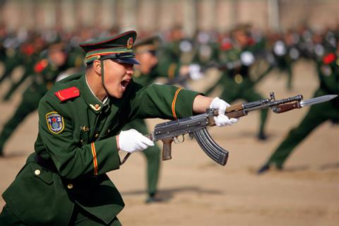 binh sy trung quoc tap luyen anh: stringer / reuters