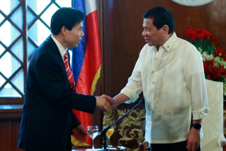 """Được lợi về kinh tế, Tổng thống Philippines ca ngợi Trung Quốc """"lương thiện nhất"""""""