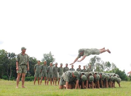 Xem đặc công Việt Nam ngụy trang luyện tập