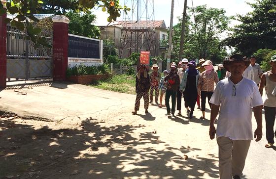 Tin tức tình hình Biển Đông chiều 04-10-2017: Dân Việt Nam tiếp tục vây nhà máy chế biến thủy sản có vốn Trung Quốc vì có mùi hôi