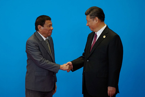 chu tich trung quoc tap can binh, phai, don tong thong philippines duterte tai bac kinh tuan truoc. anh: reuters