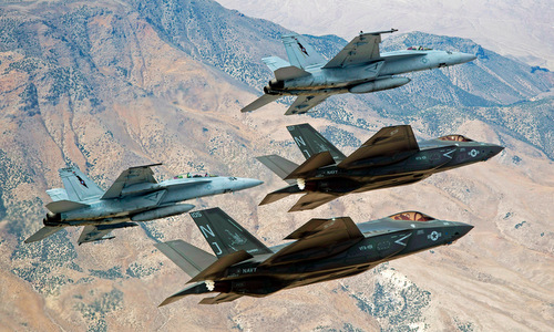 bo doi f-35c va f/a-18e/f se mo rong kha nang cua nifc-ca. anh:business insider.