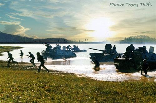 Hải quân đánh bộ luyện tập sẵn sàng chiến đấu.