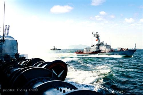 Biên đội tàu Lữ đoàn 162, Vùng 4 Hải quân huấn luyện trên biển.