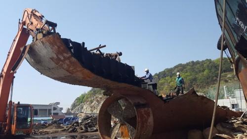 Hàn Quốc nghiền nát 7 tàu cá Trung Quốc