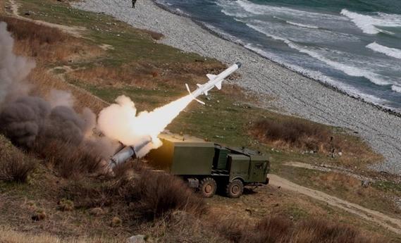 Các hệ thống tên lửa bờ này đảm nhận nhiệm vụ quan trọng là kiểm soát các vùng biển và các khu vực eo biển; bảo vệ căn cứ hải quân, bảo vệ các mục tiêu và hạ tầng trên bờ của ta, cũng như bảo vệ bờ biển trên những hướng đối phương có thể đổ bộ các tàu chiến.