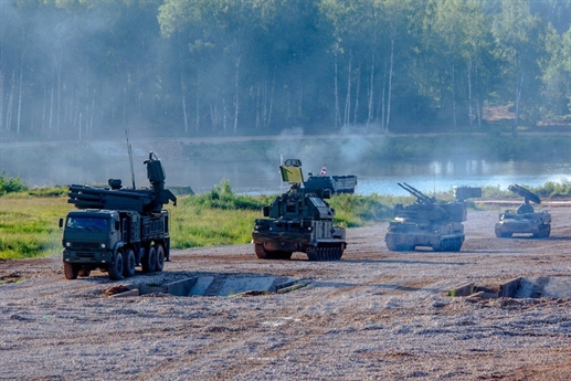 Lục quân Việt Nam đã được xác định là lực lượng tiến lên hiện đại trong nhiệm kỳ này sau nhiều năm dồn ưu tiên cho Quân chủng Hải quân, Phòng không - Không quân và Binh chủng Thông tin liên lạc. Để hiện thực hóa kế hoạch trên, trong giai đoạn đầu chúng ta đã ký hợp đồng mua sắm 64 xe tăng chiến đấu chủ lực T-90S đi kèm cả phiên bản chỉ huy T-90SK, tương lai con số này có thể lên tới 200 chiếc.
