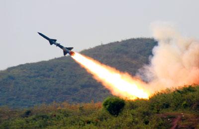 Huấn luyện dây chuyền sản xuất đạn tên lửa ở Sư đoàn Phòng không 363