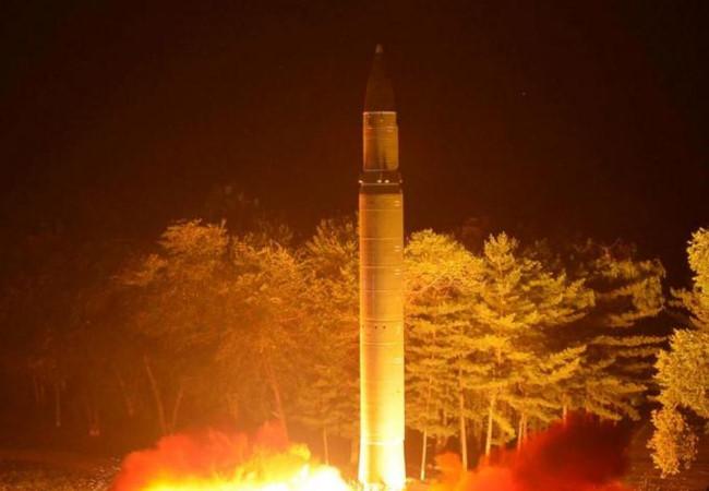 """Tình hình căng thẳng trên bán đảo Triều Tiên chiều 09-08-2017:Triều Tiên thề """"báo thù"""" Mỹ gấp trăm ngàn lần, đã có đầu đạn hạt nhân cỡ nhỏ"""