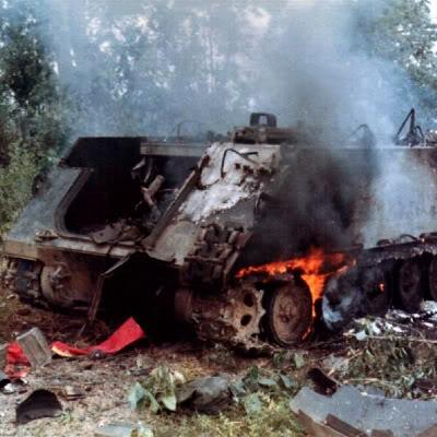 Chiếc tăng M-113 bị B-41 tiêu diệt trong trận Đường 9 - Nam Lào