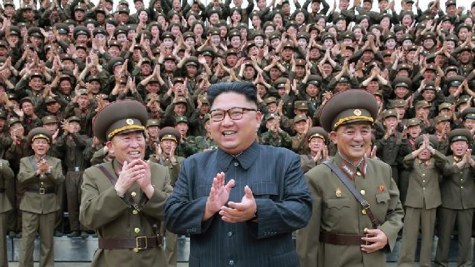 nha lanh dao trieu tien kim jong-un thi sat quan doi hom 14/8.