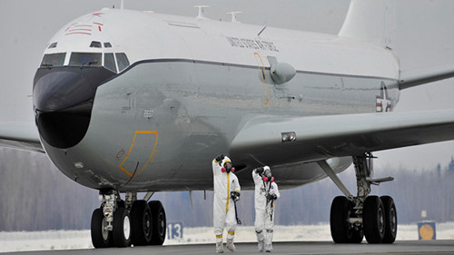 may bay wc-135 chuyen dung do tim phong xa trong khi quyenusaf