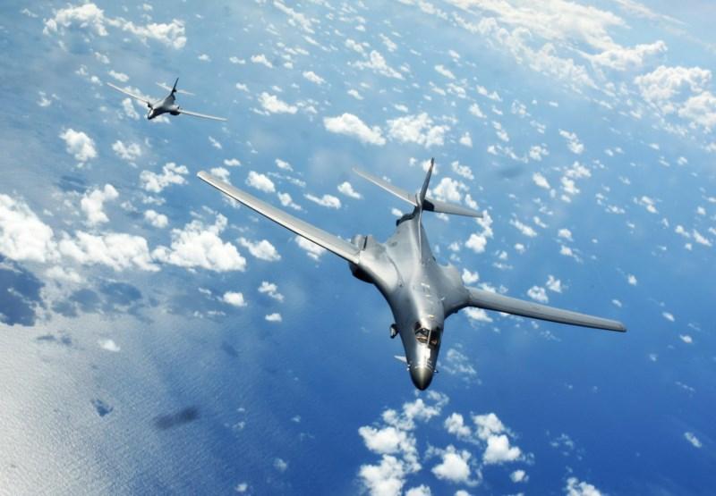 Máy bay ném bom Mỹ bay qua biển Đông, thách thức Trung Quốc