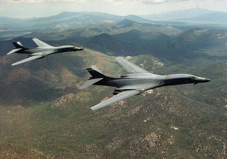 Mỹ điều 2 máy bay ném bom 'nắn gân' Triều Tiên - ảnh 1