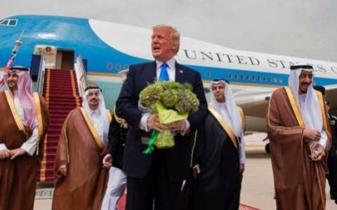 cac hanh xu cua my va tong thong donald trump da vo tinh day saudi arabia xich lai gan nga