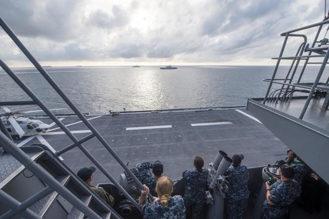 Tàu chiến Mỹ - Nhật diễn tập trên Biển Đông