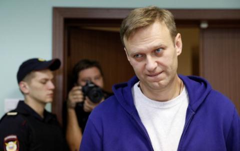 chinh tri gia doi lap aleksey navalny bi toa tuyen phat tu 20 ngay va khong duoc tham gia tranh cu nhiem ky toi.