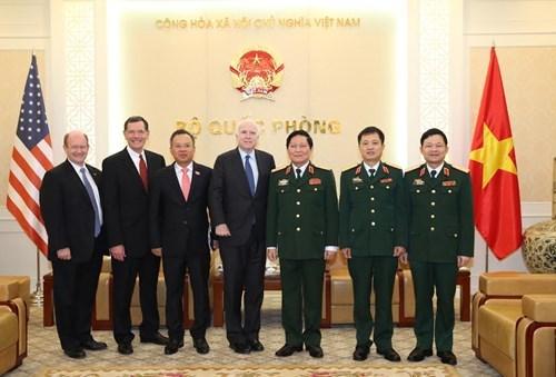 Bộ trưởng Quốc phòng tiếp Thượng nghị sĩ John McCain
