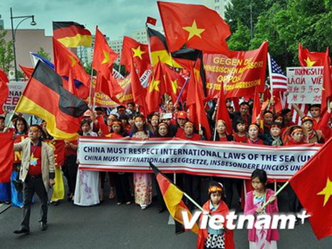 Tin tức tình hình Biển Đông tối 26-04-2017: Người Việt ở Đức biểu tình phản đối Trung Quốc quân sự hóa biển Đông