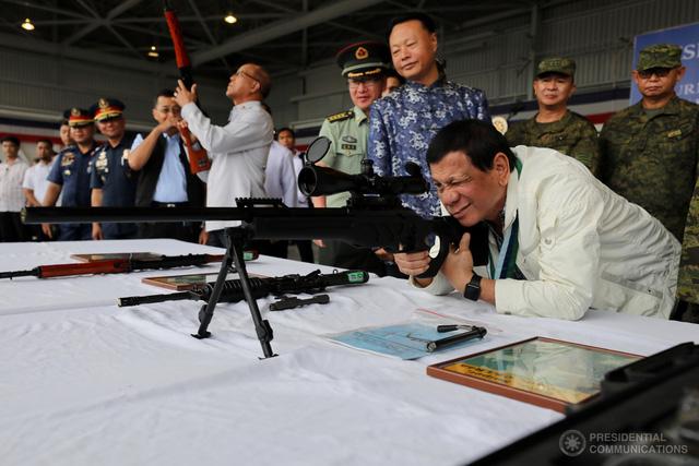 Trung Quốc bơm vũ khí, xây niềm tin cho Philippines