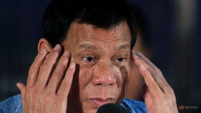 tong thong philippines rodrigo duterte phat bieu trong chuyen tham truong hoc tai thanh pho iligan ngay 20-6 - anh: reuters