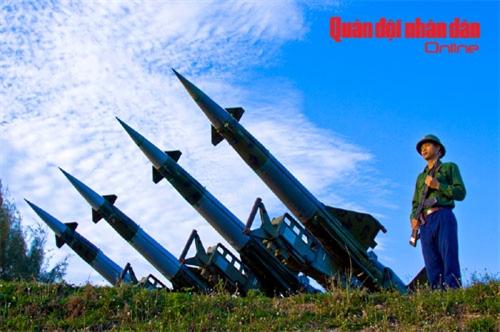 Bộ đội tên lửa ra quân đánh thắng