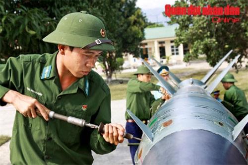 Kiểm tra định kỳ đạn tên lửa