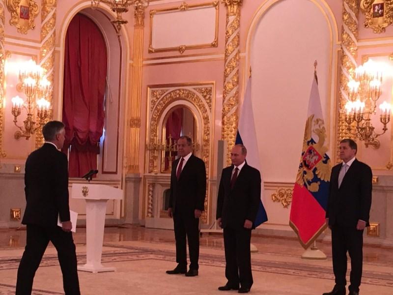 Tân đại sứ Mỹ tại Nga Jon Huntsman đến trình ủy nhiệm thư với Tổng thống Nga Vladimir Putin ngày 3-10. Ảnh: TWITTER