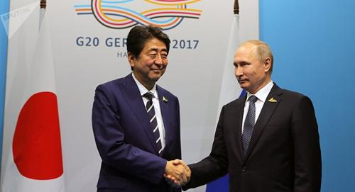 thu tuong nhat ban shinzo abe (ben trai) va tong thong nga vladimir putin (ben phai) trong cuoc gap ben le hoi nghi thuong dinh g20. nguon: sputniknews.com