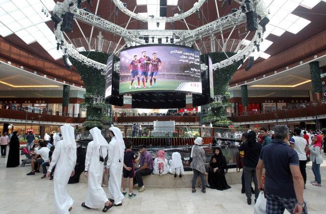 trong khu thuong mai qatar o thu do doha ngay 5-7 - anh: reuters