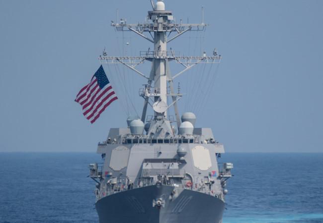 Báo Nga bình luận việc chiến hạm Mỹ tuần tra Biển Đông, áp sát đá Vành Khăn