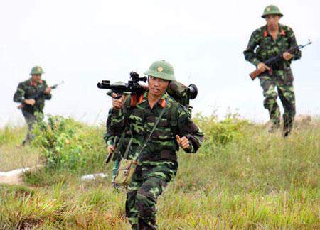 Quân dự bị động viên Sư đoàn 7 bắn đạn thật