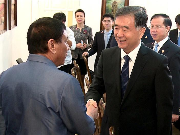 ngay 17/3/2017, tong thong philippines rodrigo duterte tiep pho thu tuong trung quoc uong duong. anh: gov.cn