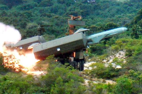 Tên lửa bộ Hải quân bắn đạn thật.