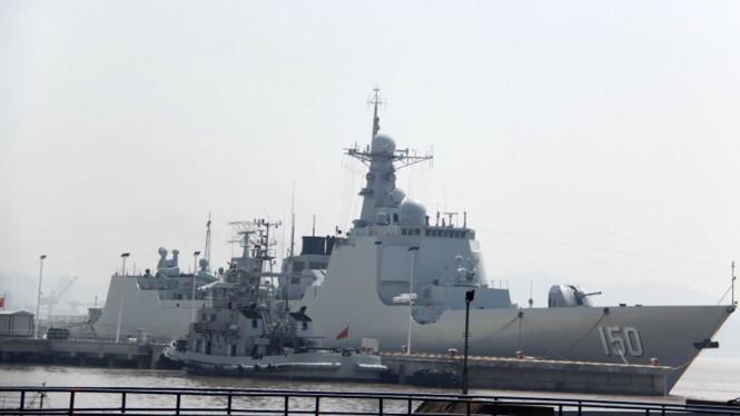Tin tức tình hình Biển Đông chiều 25-08-2017: Trung Quốc ngang ngược cắm cờ trên đá Chi Lễ thuộc quần đảo Trường Sa